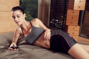 Short slendertone pour faire electrostimulation musculaire des muscles fessiers et des hanches
