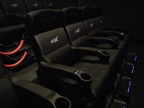 fauteuils-r=et-repose-pieds-salle-4DX
